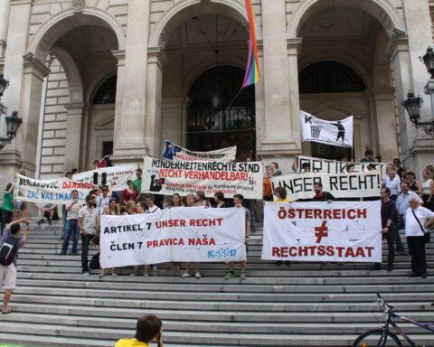 2011. ljeta je HAK su-organizirao demonstraciju za narodne grupe. Bila je kritika na vladi i išlo je i (opet jednoč) za realiziranje člana 7.