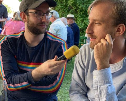 Der Radiosende r FM4 hat die Novi Glas Redaktion zum Heurigen begleitet. FM4 s nami na rastoku.